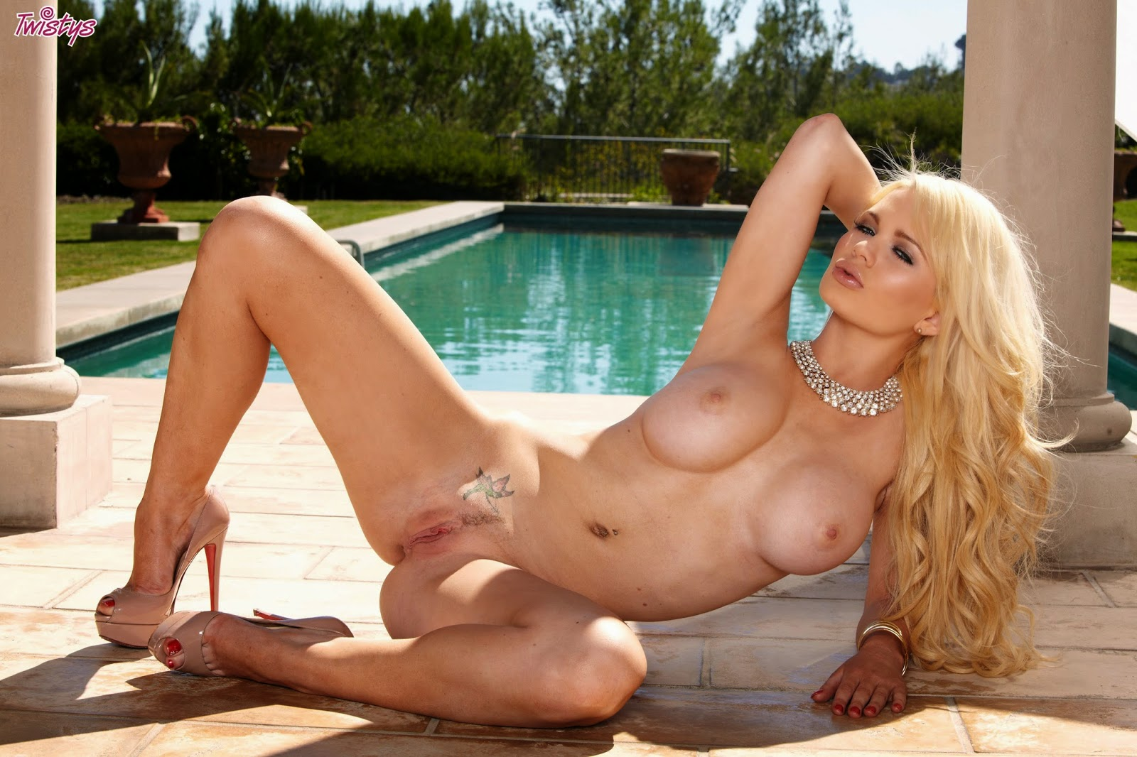 Blonde babes loves the taste of cock giselle palmer 8
