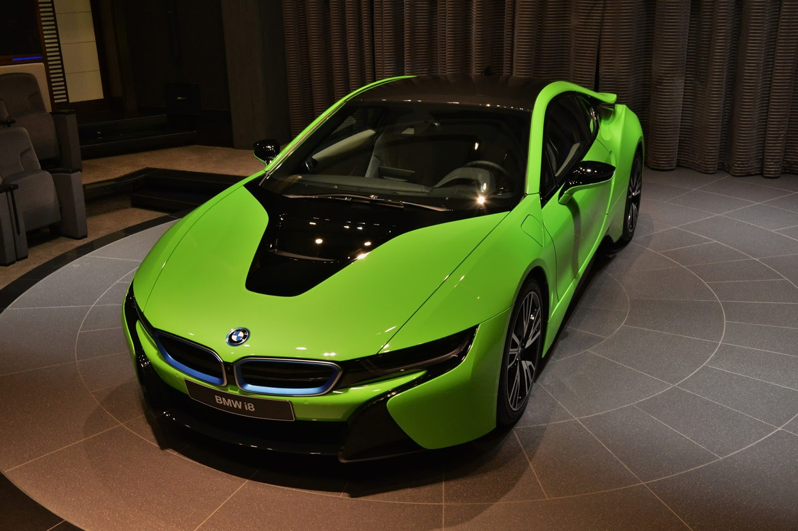 bmw i8 lime cars sports wrap ever neon dealership abu seen individual dressed before shows different hate dhabi bimmerfest autoevolution