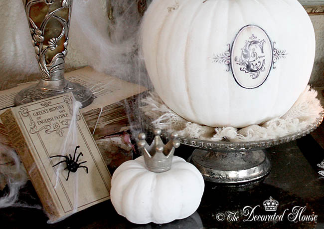 The Decorated House - Vintage and Elegant Halloween Decorating with Black White and Silver