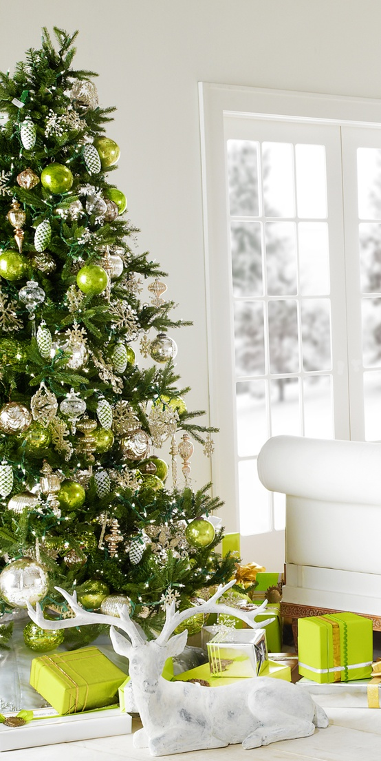 Christmas Tree Decorating Ideas | The Holiday Helper