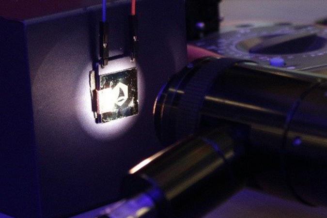 Penelitian Graphene mechanical pixels for Interferometric Modulator Displays