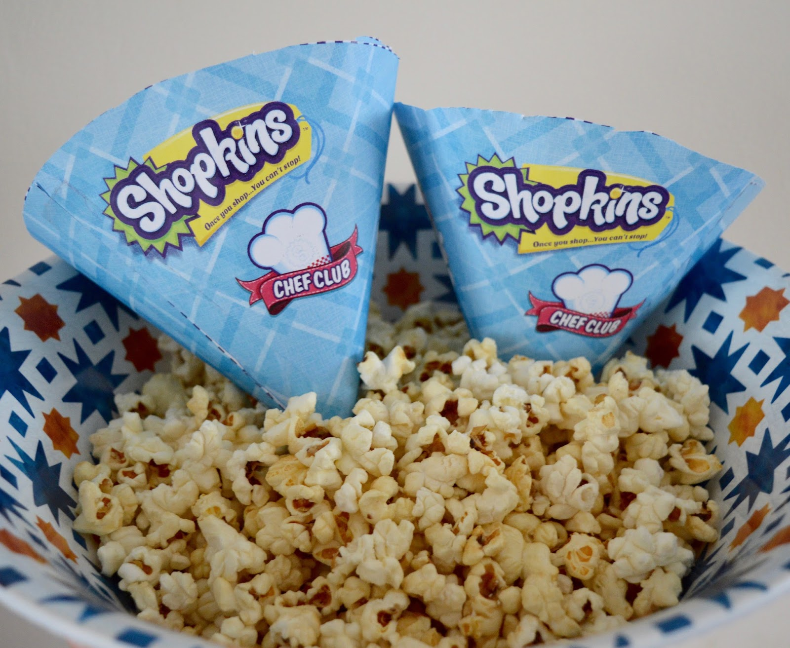 How to host an AWESOME Shopkins Movie Party #ShopkinsChefClub. Shopkins Chef Club Review - Shopkins popcorn free printables