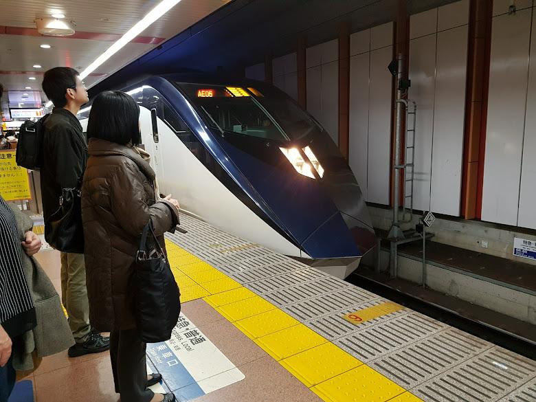 成田機場等電車到市區