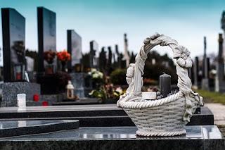 الجنازة في المنام ◁ تفسير حلم جنازة شخص غير معروف والميت