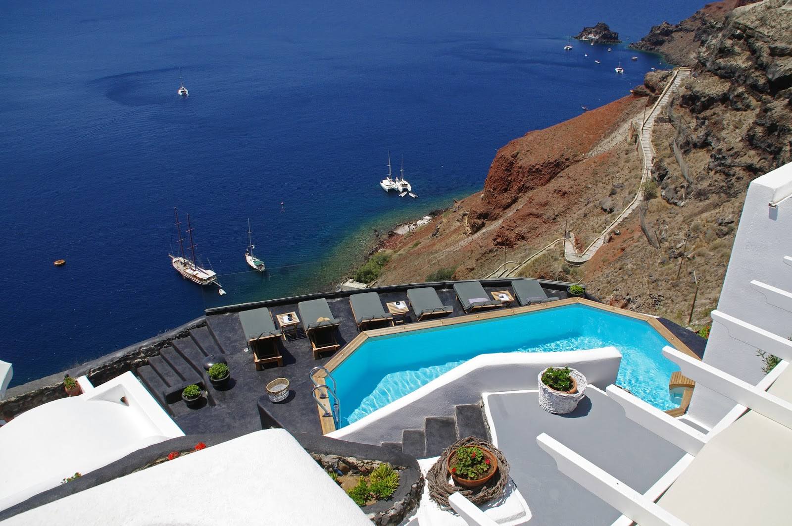 Swimming Pool and Caldera View Nostos Apartments Oia Santorini