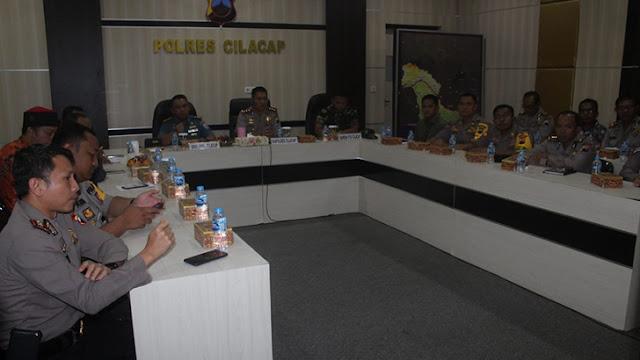 TNI Polri Cilacap Ikuti Vicon Menkopolhukam, Panglima TNI dan Kapolri