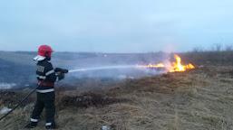 ISU Dolj: 10 incendii stinse de pompierii doljeni