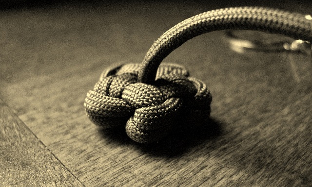 Stormdranes Blog Single Strand Paracord Star Knot