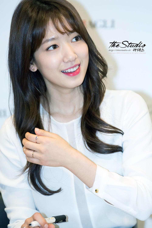 Gaya Rambut Hitam Pendek Dengan Poni Depan Cantik Ala Korea - Gaya rambut pendek depan
