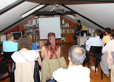 Héctor Fuente dando la charla