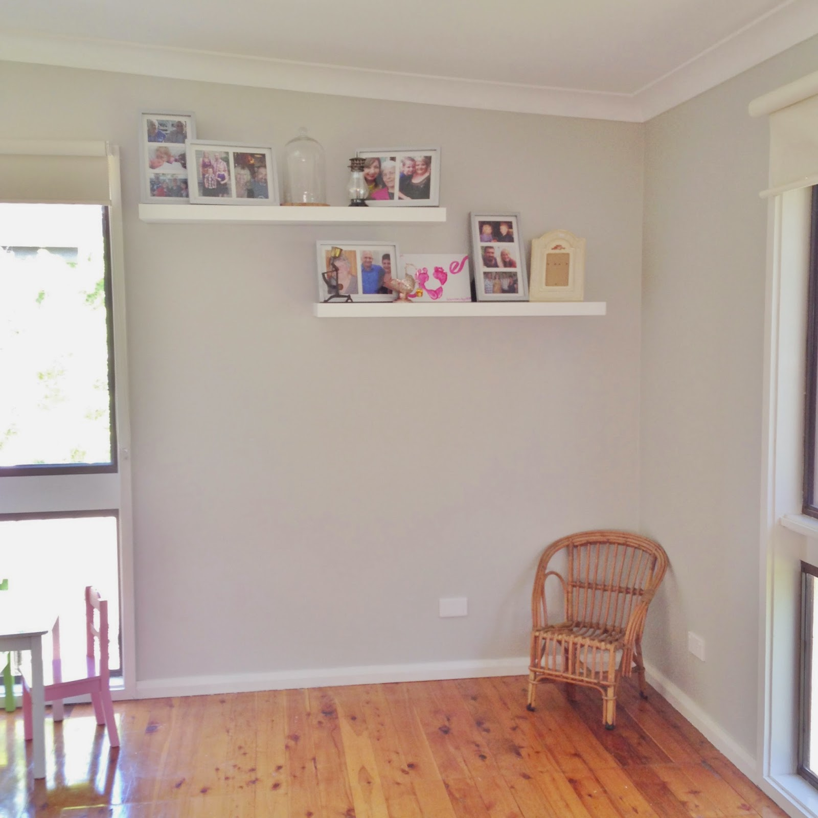 HomeUtopiaOz: Repainting Our Home