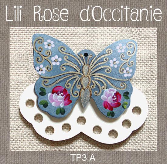 """Tri-fils bois peint """"papillon bleu et or orné de roses"""". Broderie et point de croix"""