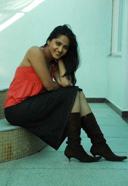 Anushka Shetty Real face In Red Dress Photos