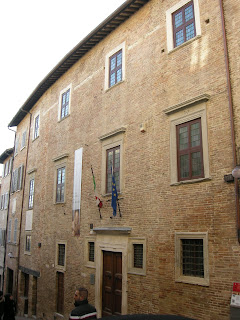 The Casa Natale di Raffaello houses a museum open to the public