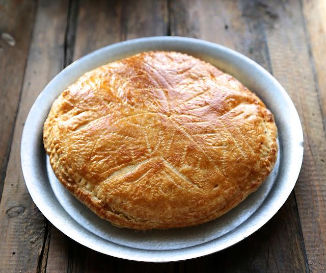galette classique à l'amande , pâte feuilletée maison , epiphanie