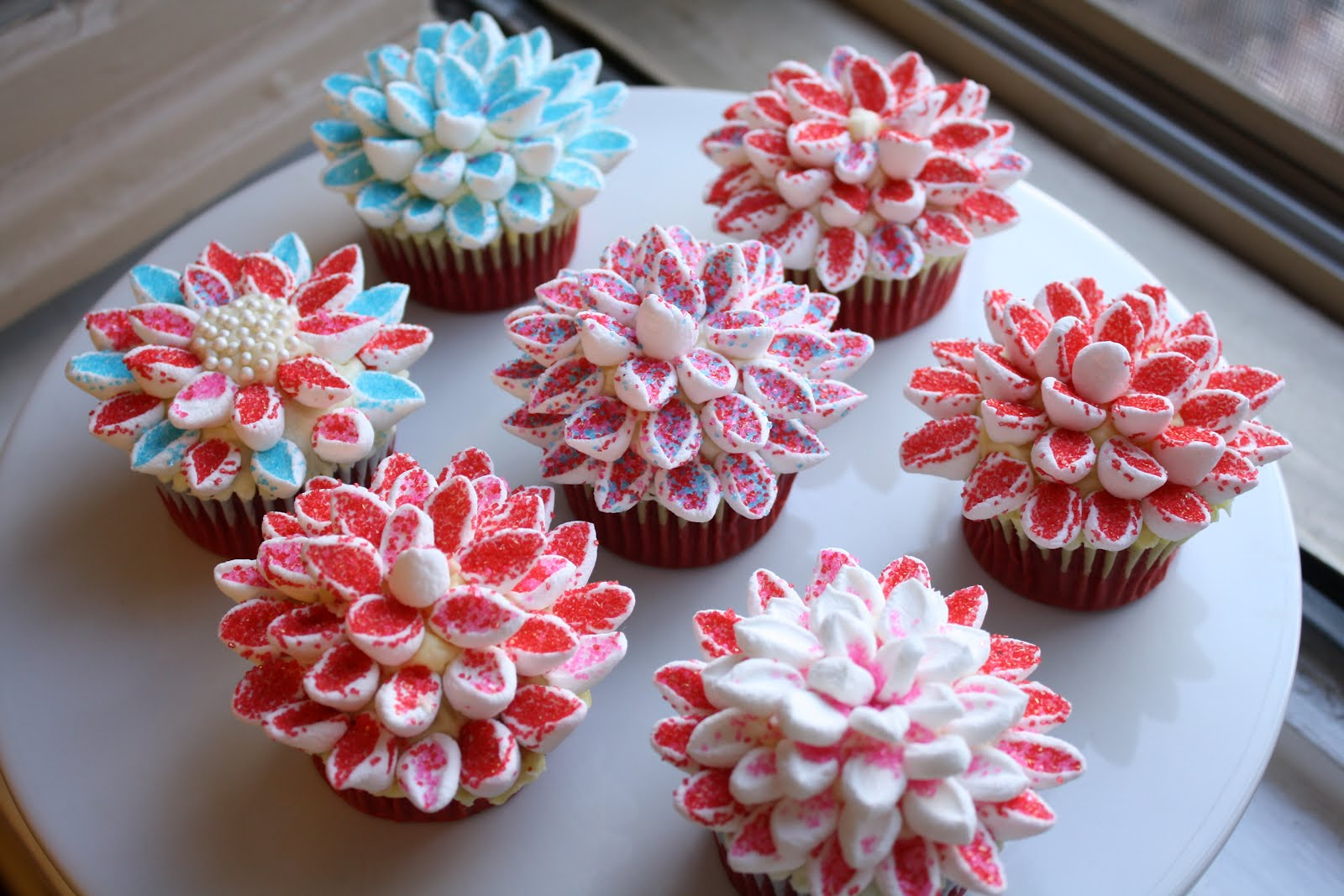 Topping Yo Cupcakes With Chrysanthemums Hummingbird