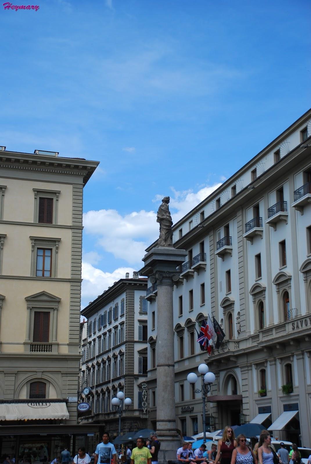 佛羅倫斯斯特羅齊宮 最大規模的宮殿,為民用的建築代採用石塊與豎框的窗戶