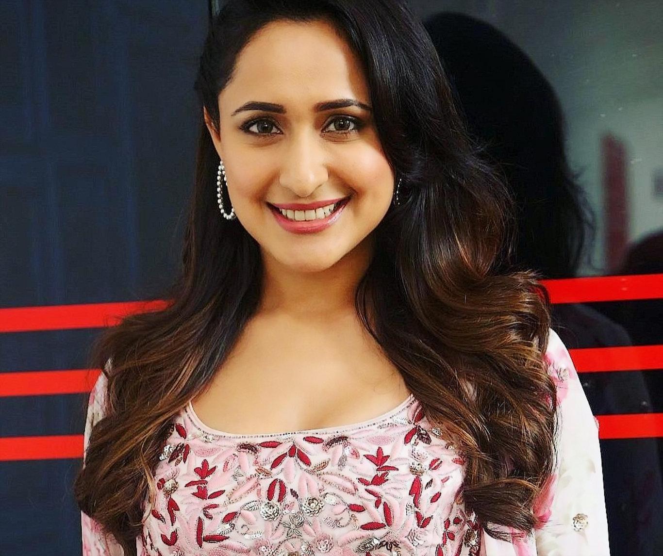 Pragya Jaiswal Cute Smile HD Wallpaper