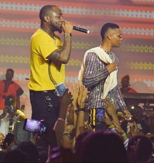 """""""I Love You Bro"""" – Davido Reacts To Wizkid Bringing Him Out On Stage At His Concert (See What Wizkid Said)"""