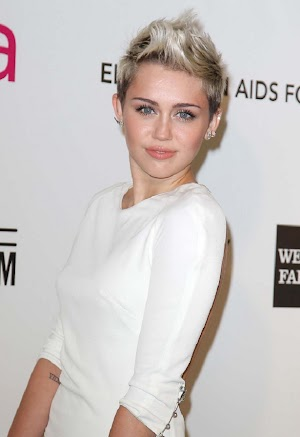 Miley Cyrus gets a new tattoo of heart!