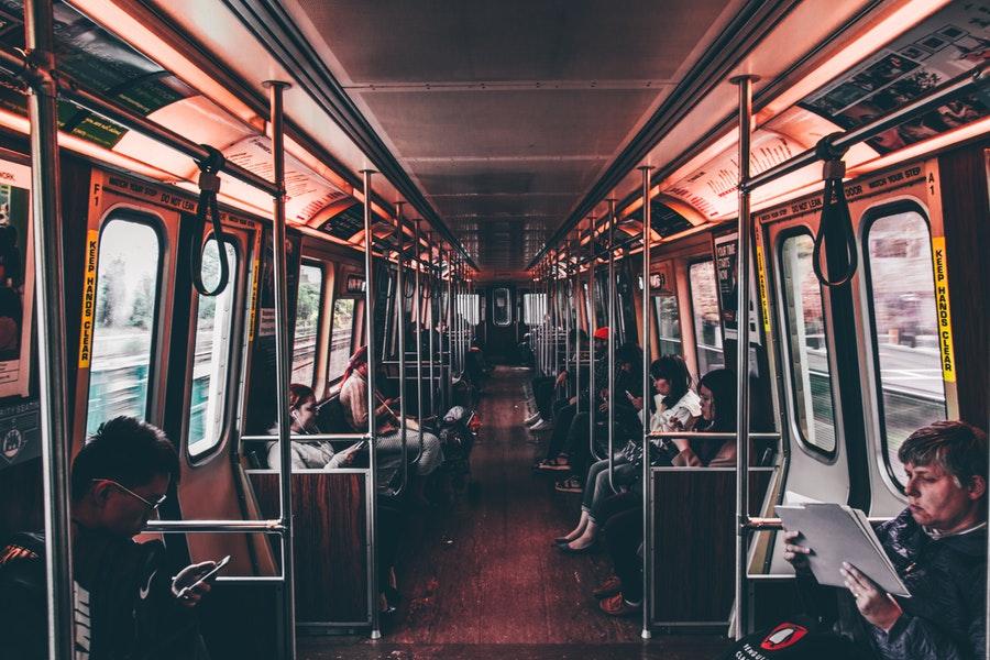 4 typy ludzi, których spotkasz w pociągu nad morze