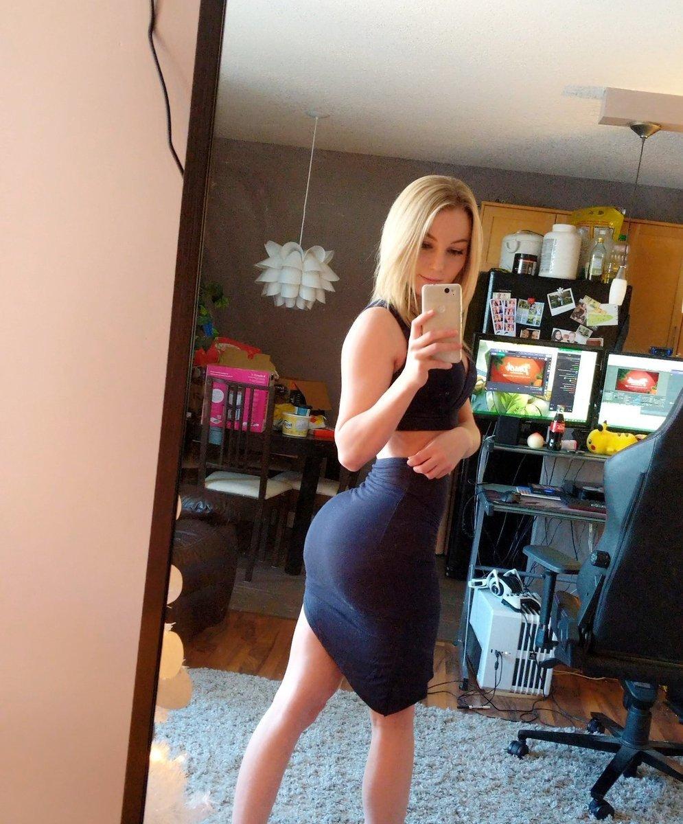 Amateur women undressing