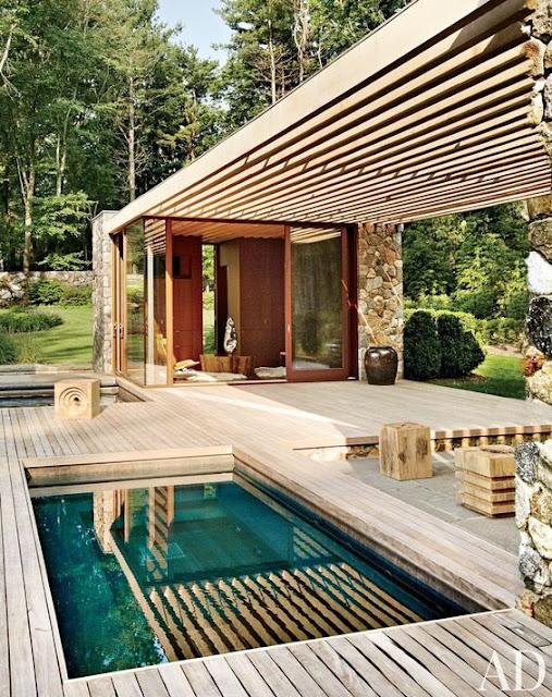 piscina, lounge, lemn, terasa, casa piscinei, dus lemn modern, piscina rustica, piatra naturala