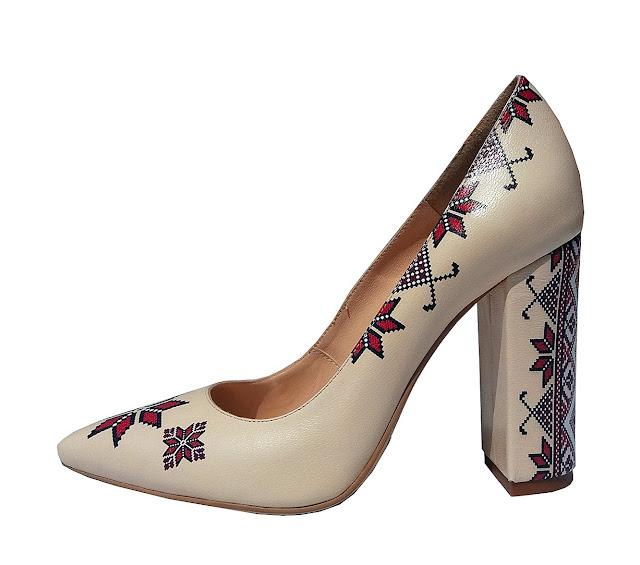 Pantofi bej din piele naturala cu motive traditionale PN04