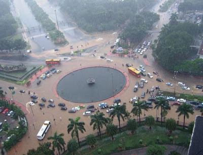 Hujan yang mengguyur Ibukota dan sejumlah wilayah di  sekitarnya menjadikan banjir di se Cara Praktis Pantau Banjir di Jakarta