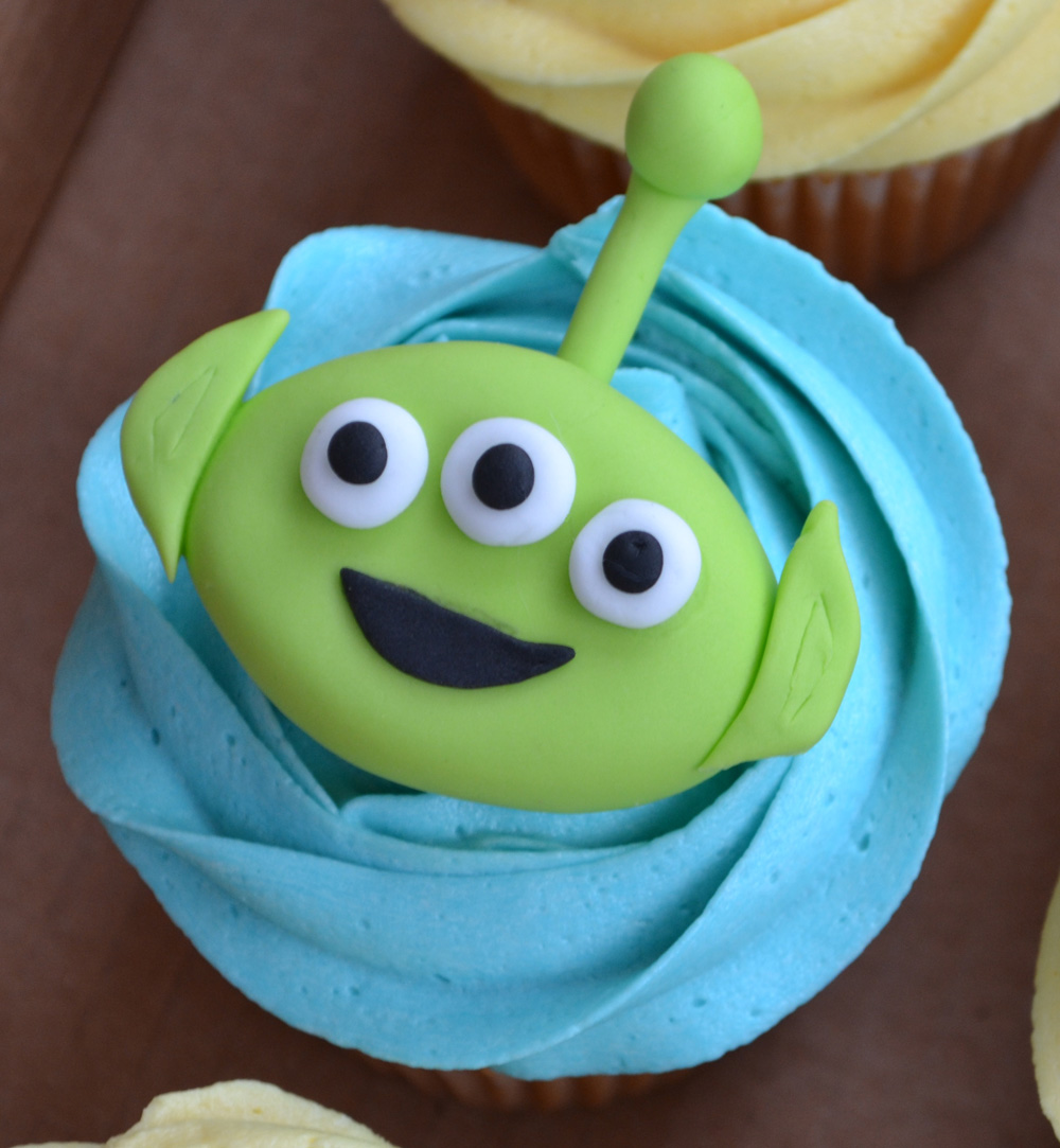 """Little Paper Cakes: Toy Story """"Happy Birthday Ollie"""" Cupcakes"""