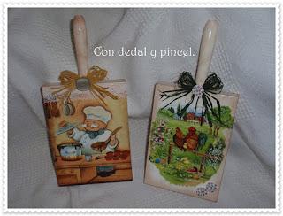 Que éxito tienen estas tablas....para colgar los paños o simplemente de  adorno para la cocina 500a7887004e
