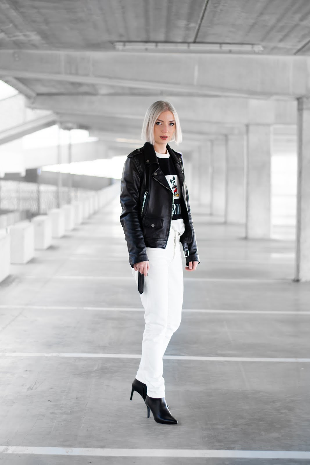 Black and white outfit, sacha shoes, western boots, cowboy boots, disney mickey mouse, retro vintage sweater, levi's 501 white,  ankle boots, zara leather jacket
