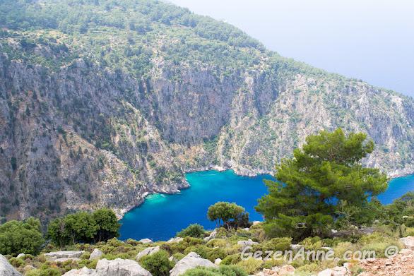 Kelebekler vadisinin tarif edilemez güzellikteki turkuaz suları ve yüksek dağları
