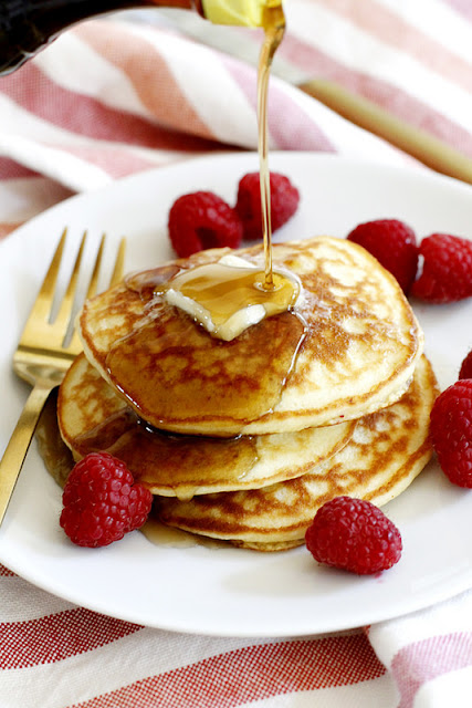 Pancakes de harina de coco.  Coconut flour pancakes