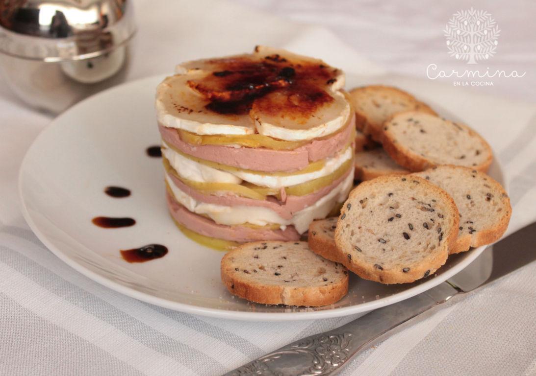 Milhoja de foie manzana y queso de cabra carmina en la Cocinar queso de cabra
