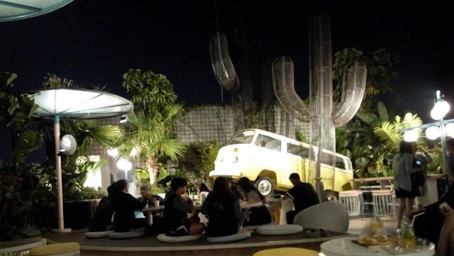 Nongkrong Seru Sambil  Lihat Bulan di Café Picknick