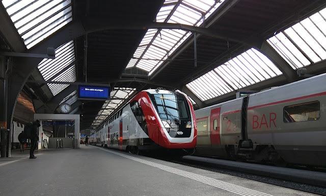Trem na estação Zurich Hauptbahnhof