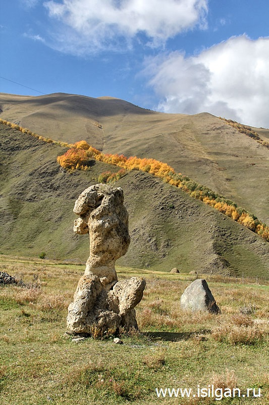 Каменные головы. Село Сно. Грузия