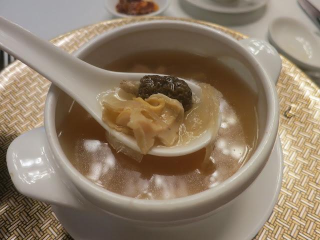 羊肚菌燕窝螺头炖鸡汤
