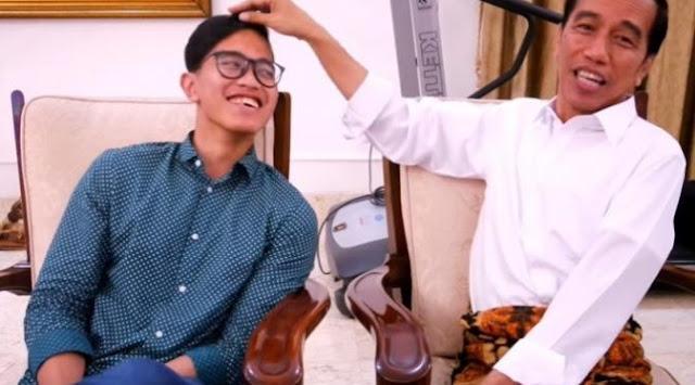 VIDEO : Presiden Jokowi Saat Mengomentari Gaya Rambut Anaknya yang Terlihat Nyeleneh , LUCU ..
