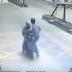 Hombre se venga de ladrón por haber robado un teléfono haciéndole perder el scooter en movimiento con una patada voladora en el pecho