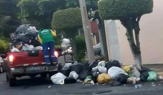 Empleados Municipales recogen basura en pickup tras fracaso de TECLASEO