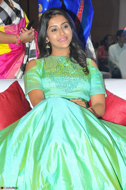 Pooja Jhaveri in Beautiful Green Dress at Kalamandir Foundation 7th anniversary Celebrations ~  Actress Galleries 005.JPG