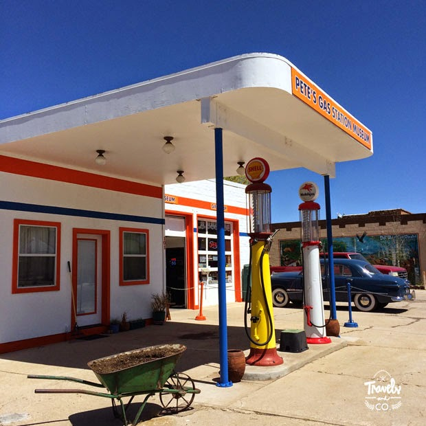 Presupuesto para un ruta en coche por los parques nacionales de Estados Unidos gasolinera en Flagstaff