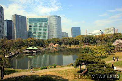 Hama-rikyu Gardens (浜離宮恩賜庭園)
