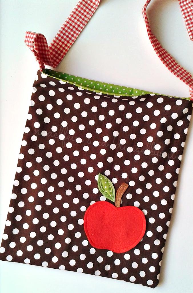 Umhängetasche mit Apfel
