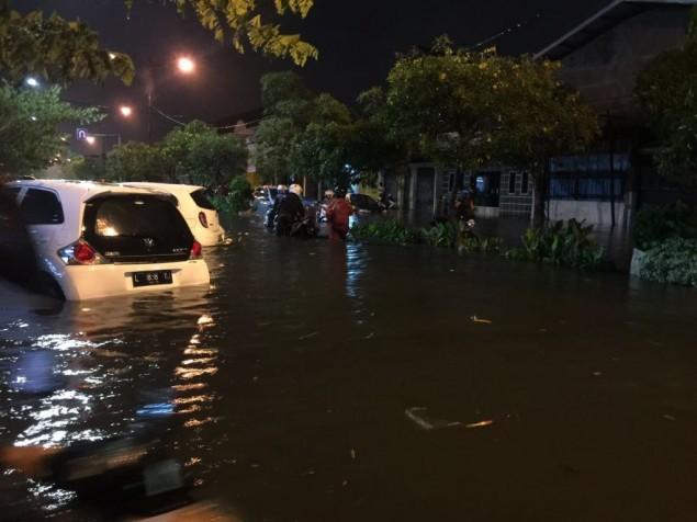 Dua Jam Diguyur Hujan, Nyaris Semua Kawasan di Surabaya Banjir