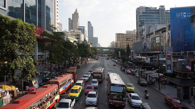 Изображение проспекта Phetchaburi Rd. в Бангкоке
