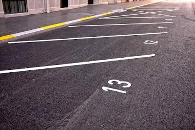 Θέσεις στάθμευσης αυτοκίνητων - ιδιοκτησία επί ορισμένων ανοικτών χώρων του κοινού ακινήτου - εξαίρεση του κανόνα «superficies solo cedit»
