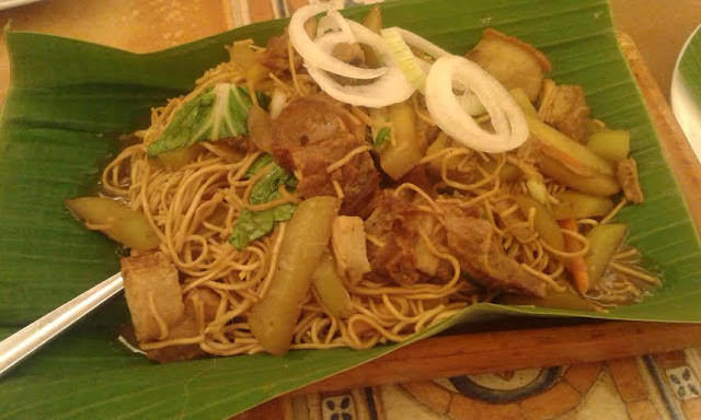Delicious Pancit Lucban at Buddy's Restaurant